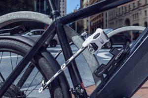 rower zabezpieczony przed kradzieżą składanym zapięciem abus