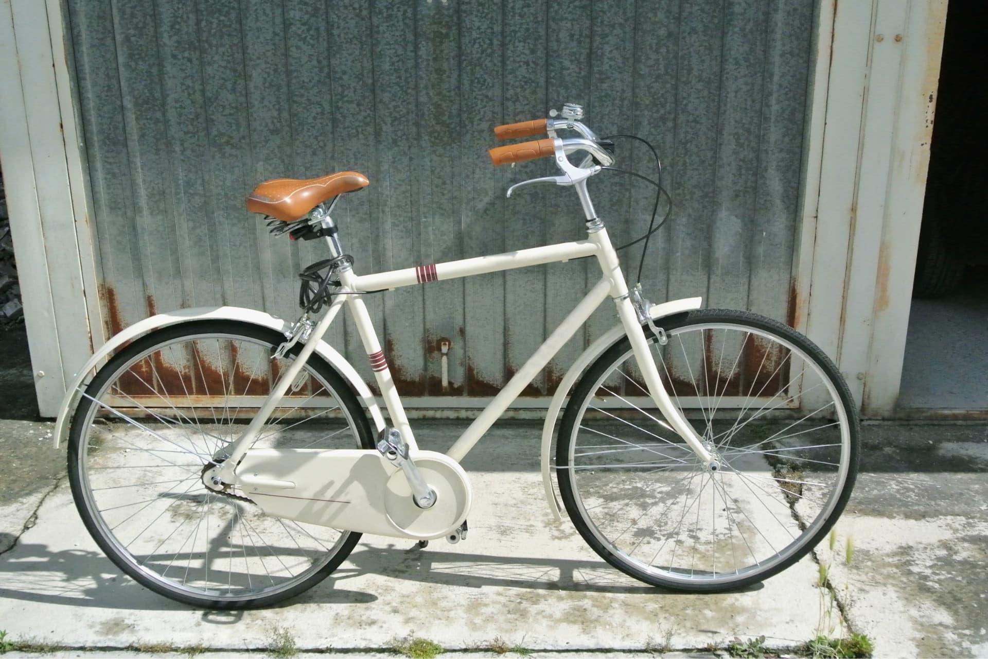 akcesoria do roweru miejskiego w stylu minimalistycznym