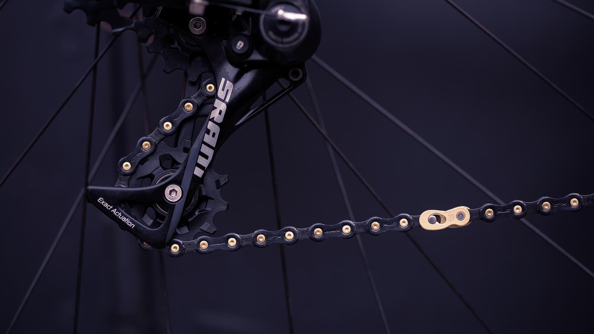 Łańcuch rowerowy wraz z przerzutką firmy SRAM