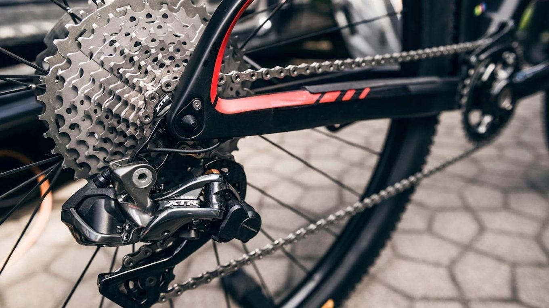 kaseta rowerowa w rowerze górskim