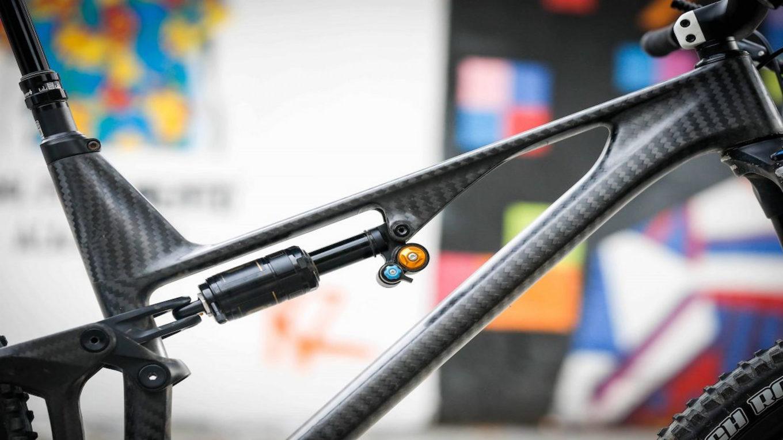 rama karbonowa w rowerze górskim